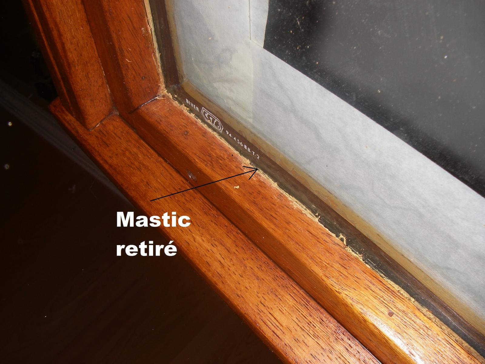 Refaire le mastic vitrier for Mastic fenetre bois